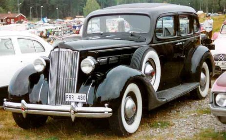 Packard_4-Door_Sedan