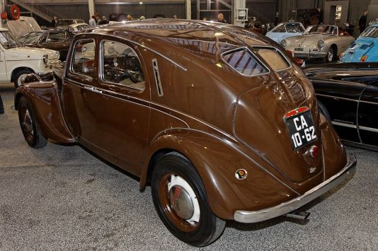 1280px-Bonhams_-_The_Paris_Sale_2012_-_Lancia_Aprilia_Saloon_-_1938_-_002